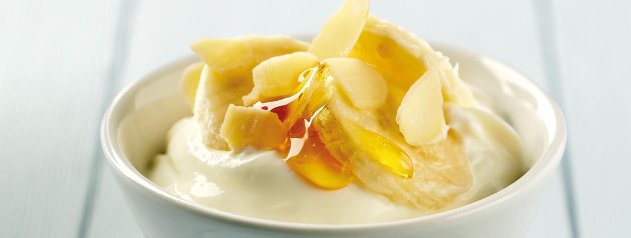 Masker dari campuran pisang dan madu juga nggak kalah ampuhnya lho (dok. Fage UK)